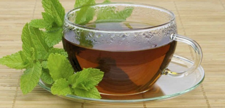Dicas caseiras para parar de roncar com chá de hortelã