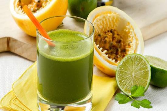 Suco de Salsa com Limão e Maracujá
