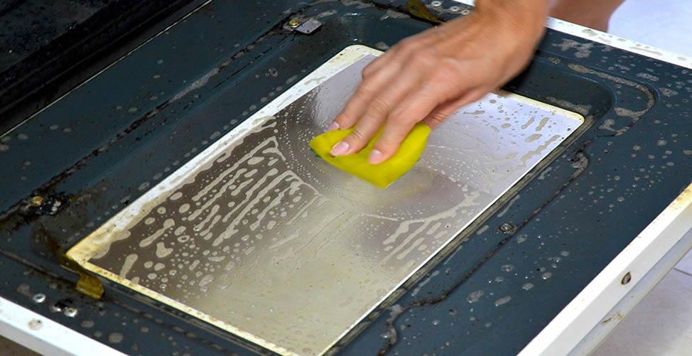 Como Limpar o Vidro do Forno